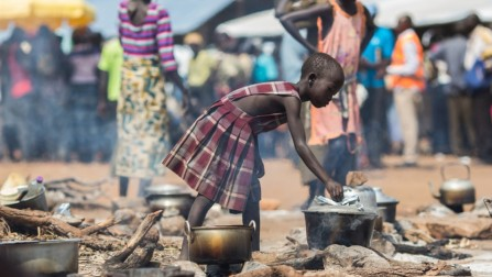 A young refugee from South Sudan cooks food at the reception centre in the newly established Pagarinya 2 camp in Adjumani District, in northern Uganda.  © UNHCR/Will Swanson